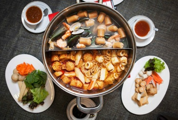 steamboat-catering-meal